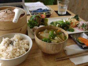 郷土料理・ご当地グルメ・B級グルメの都道府県クイズ 「辛子レンコン」から「デミカツ丼」まで
